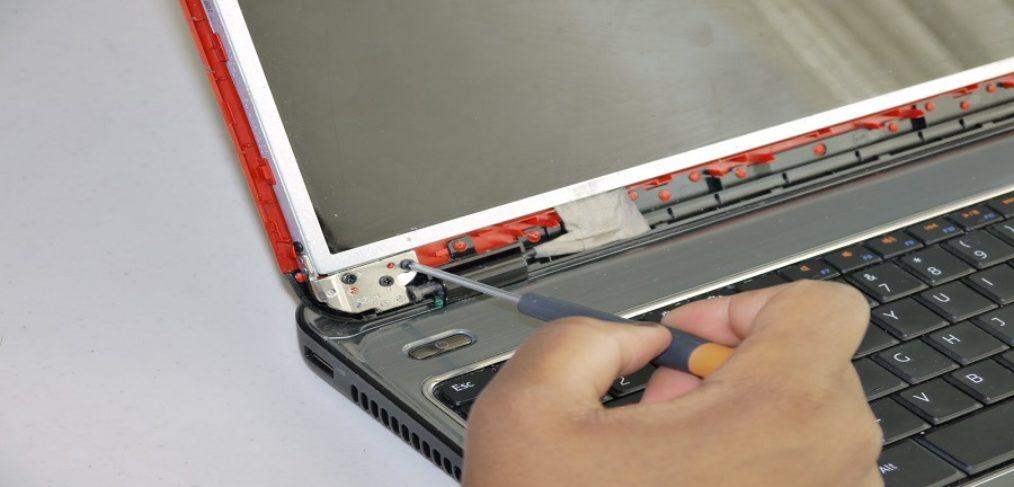 Semne ca balamalele laptopului trebuiesc schimbate