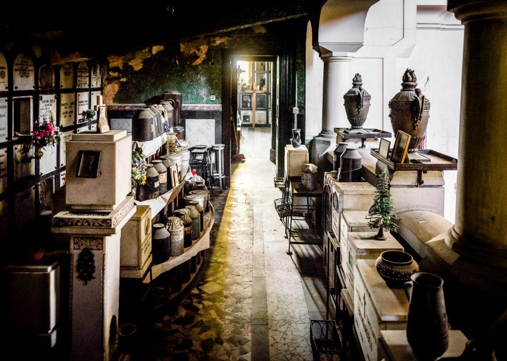 Idei pentru urnele de cremare - un memorial deincinerare